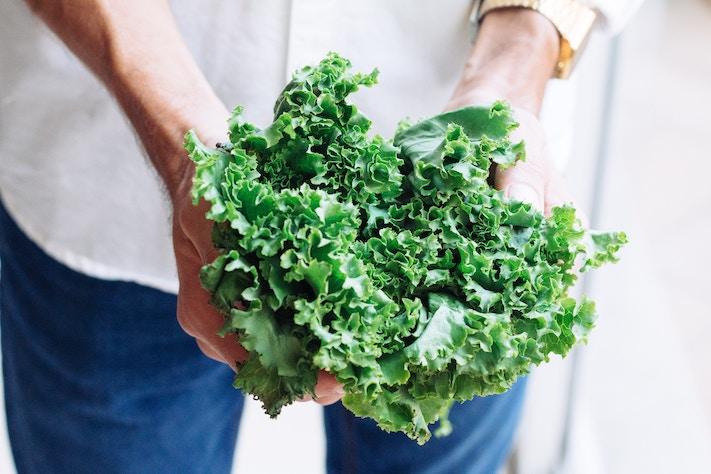 lady-holding-lettuce-keto-veggies