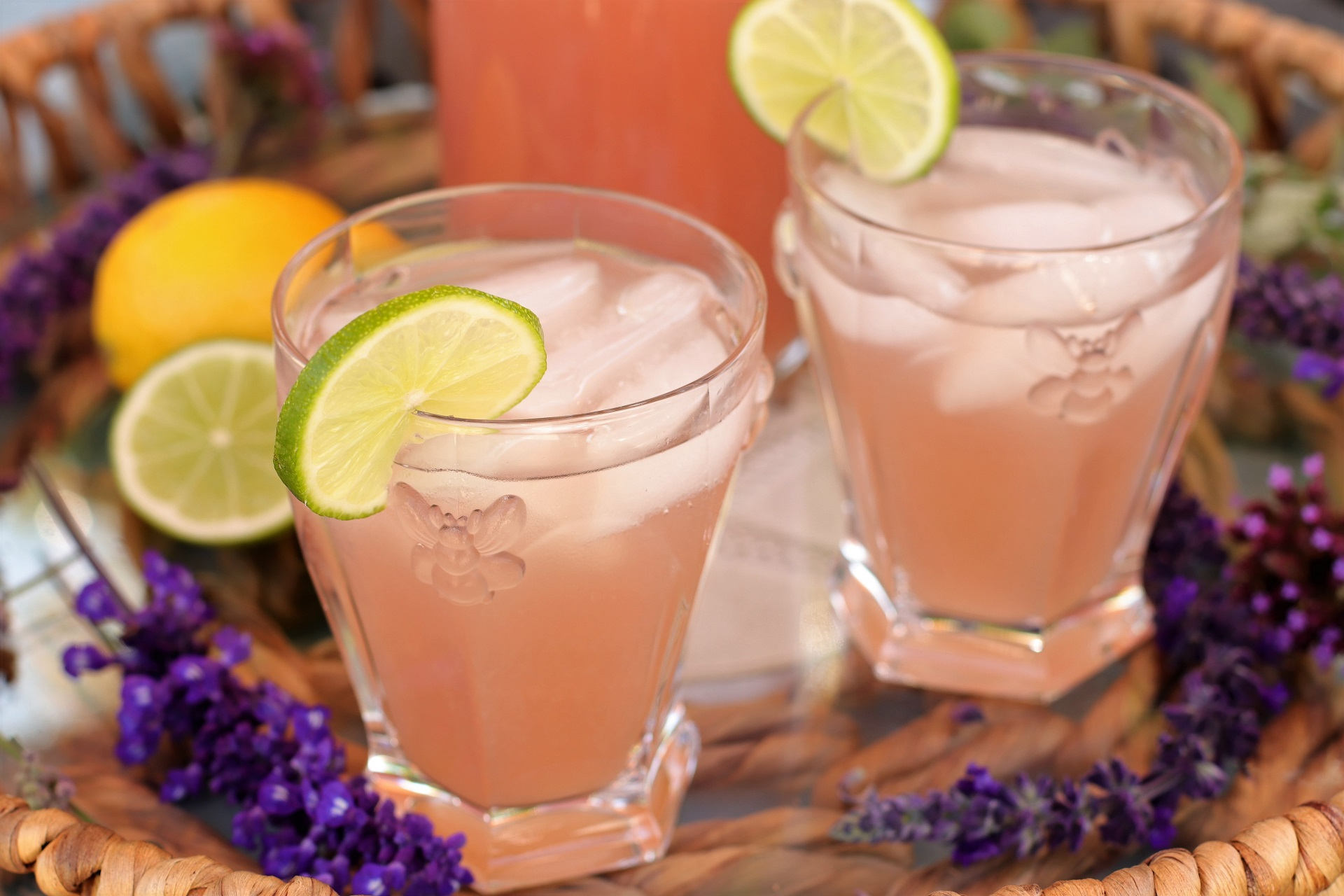 sugar-free-lavender-lemonade