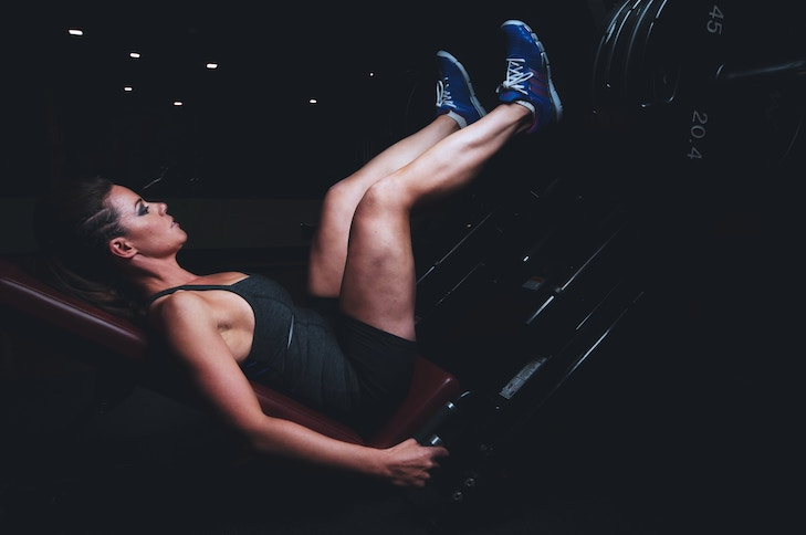 picture of woman exercising leg press, fight cellulite