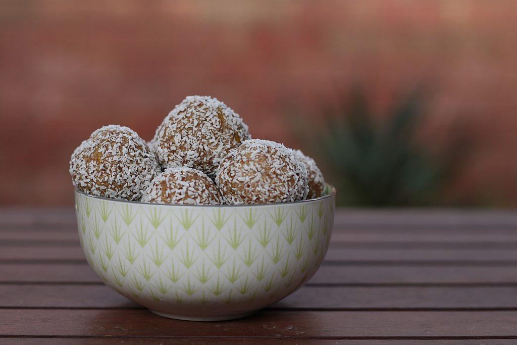 keto blueberry balls-lakanto
